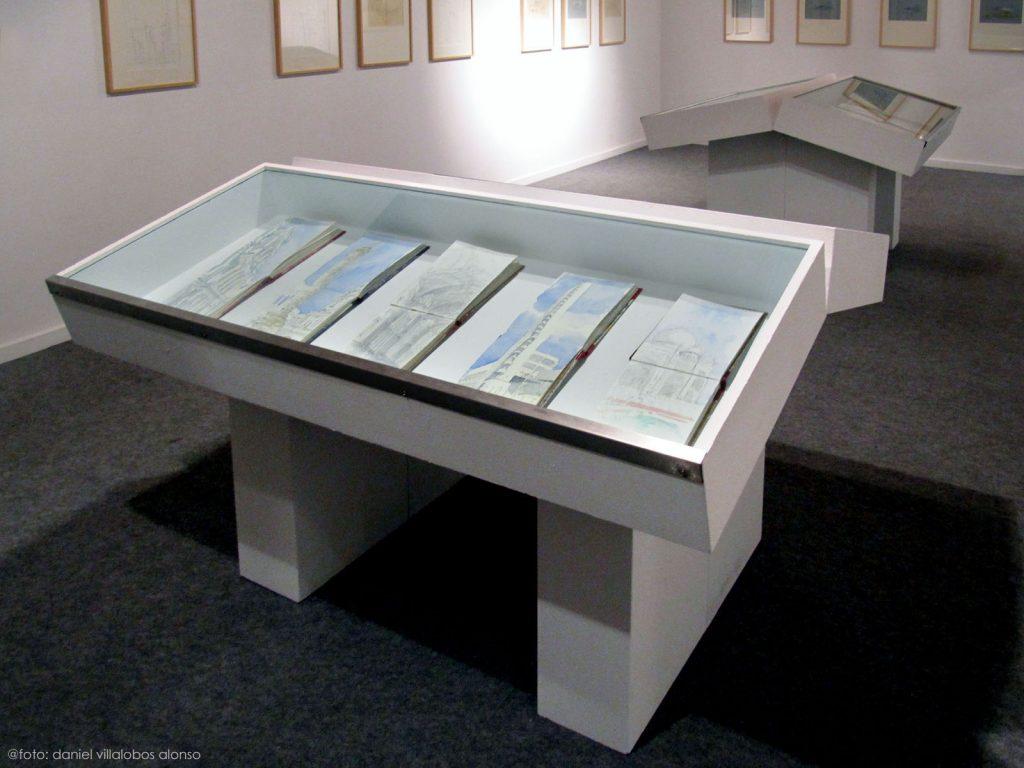 danielvillalobos-miguelelas-josmaraacilu-sketchbooks-skechtravelsexhibition-11